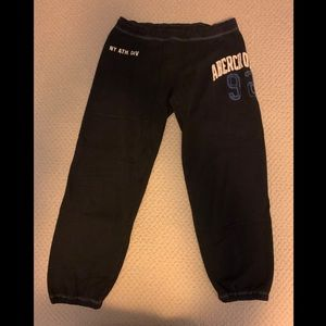Abercrombie & Fitch navy cropped sweatpants